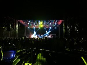 Fornitura palco struttura luci impianto audio e back line, concerto UB 40